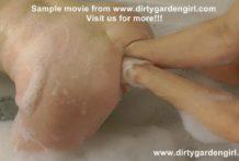 NikkiCurly double fist Dirtygardengirl in the bath tube