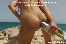 Hotkinkyjo fuck her ass with wine bottle on the sunny cliff and prolapse