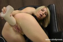 Sindy Rose fuck her ass with a big white dong & prolapse